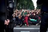 Un fort desplegament policial va envoltar la protesta del 15-J a les portes del parc de la Ciutadella. foto de La Directa
