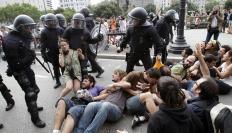 Brutalitat policial a la Plaça Catalunya Foto de www.desrealitat.org