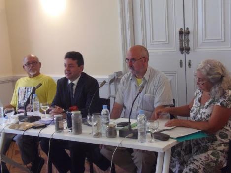 D'esquerra a dreta, Manolo Gomez de l'AVV de Can Sant Joan i de la Coordinadora Estatal contra la Incineración de residus, Albert Calduch, advocat de l'AVV de Can Sant Joan, Jose Luis Conejero, president de l'AVV de Can Sant Joan i Mercè Girona, membre del CEPA i militant històrica del moviment ecologista.